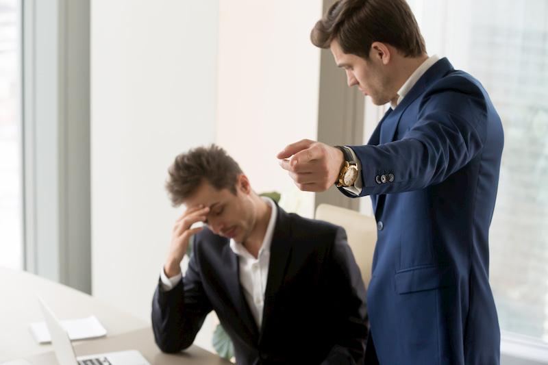 Ein Angestellter erhält eine Verdachtskündigung von seinem Chef